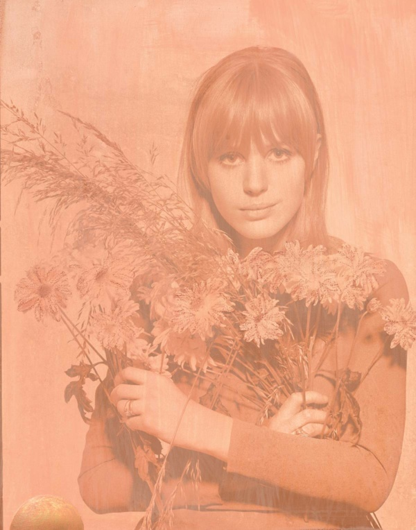 Marianne Flowers – Powder Peach 2017 featuring Marianne Faithful
